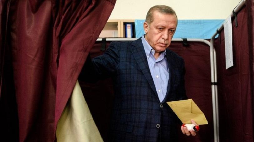 """<p><strong>""""BÜYÜK HATA OLUR""""</strong></p><p>Analize göre, dış politika camiası yıllarca, Mısır da iktidarın, dönemin lideri Hüsnü Mübarek'ten oğlu Cemal Mübarek'e ya da istihbarat şefi Ömer Süleyman'a geçeceğini hayal etmişti. Ancak bu gerçekleşmedi. """"Cumhurbaşkanı Erdoğan için işlerin kötüye gittiğine dair işaretleri görmezden gelmek ve işlerin yoluna gireceğini umut etmek büyük bir hata olur...""""</p>"""