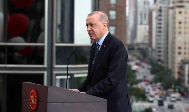 """<p><strong>""""AKP ÇEVRESİ KAZANCINI RİSKE ATMAK İSTEMEZ""""</strong></p><p>Analize göre bu nedenlerden ilki, <strong>""""Erdoğan'ın AKP aracılığıyla Türkiye'nin siyasi kurumlarını ya oyduğu ya da kendi iradesine göre şekillendirdiği gerçeği. Bu bağlamda, yapılacak seçimlerin özgür ve adil olacağını hayal etmek zor. İkincisi ve daha önemlisi ise Erdoğan'ın yirmi yıllık görev süresi boyunca AKP çevresinden insanların çoğu zaman şüpheli araçlar ve uygulamalar yoluyla zengin ve güçlü hale gelmiş olması.""""</strong></p>"""