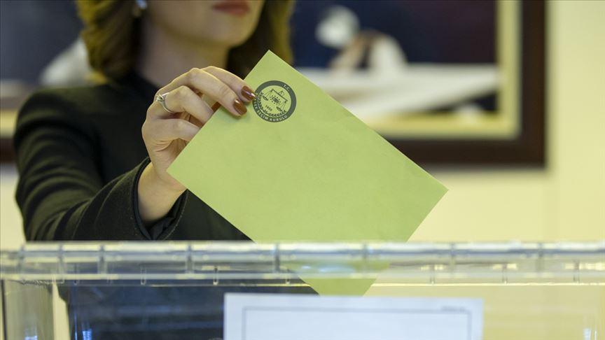 <p>MHP'nin oy oranı yüzde 8.9'a düşerken, Cumhur İttifakı'nın toplam oyu yüzde 41.6'ya kadar geriledi. Cumhur İttifakı'nın oyu haziranda yüzde 46.5'e temmuzda ise yüzde 45.4'tü.</p>
