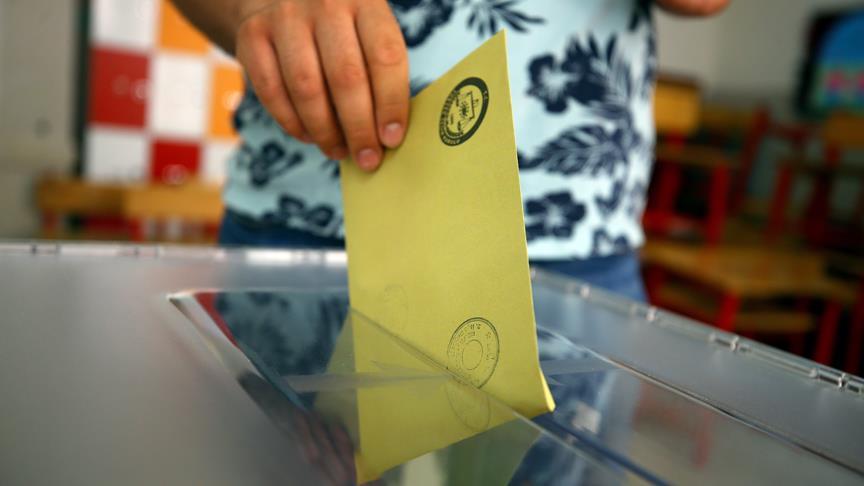 <p>Millet İttifakı'nda CHP'nin oy oranı yüzde 25.6'dan yüzde 24.8'e inerken İYİ Parti'nin oy oranının yüzde 15.7'den yüzde 19.3'e çıktığı kaydedildi.</p>