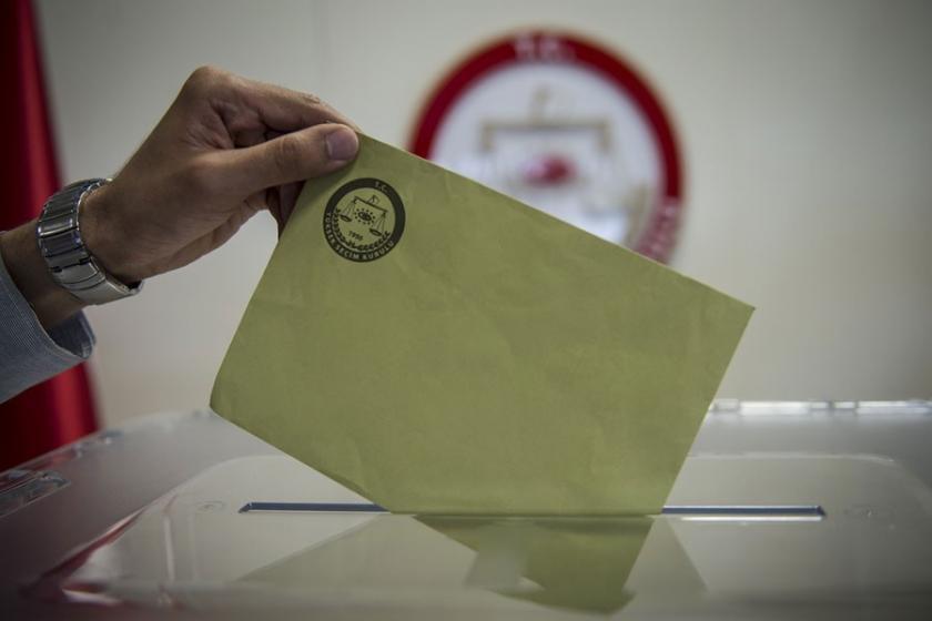 """<p>""""Erdoğan'ın görev yapış tarzını onaylamıyorum"""" diyenlerin oranı CHP'li seçmenler arasında temmuza göre ağustos ayında yüzde 91,7'den yüzde 90,5 inerken, İYİ Partili seçmenlerde yüzde 77'den yüzde 91,6'ya yükseldi.</p>"""