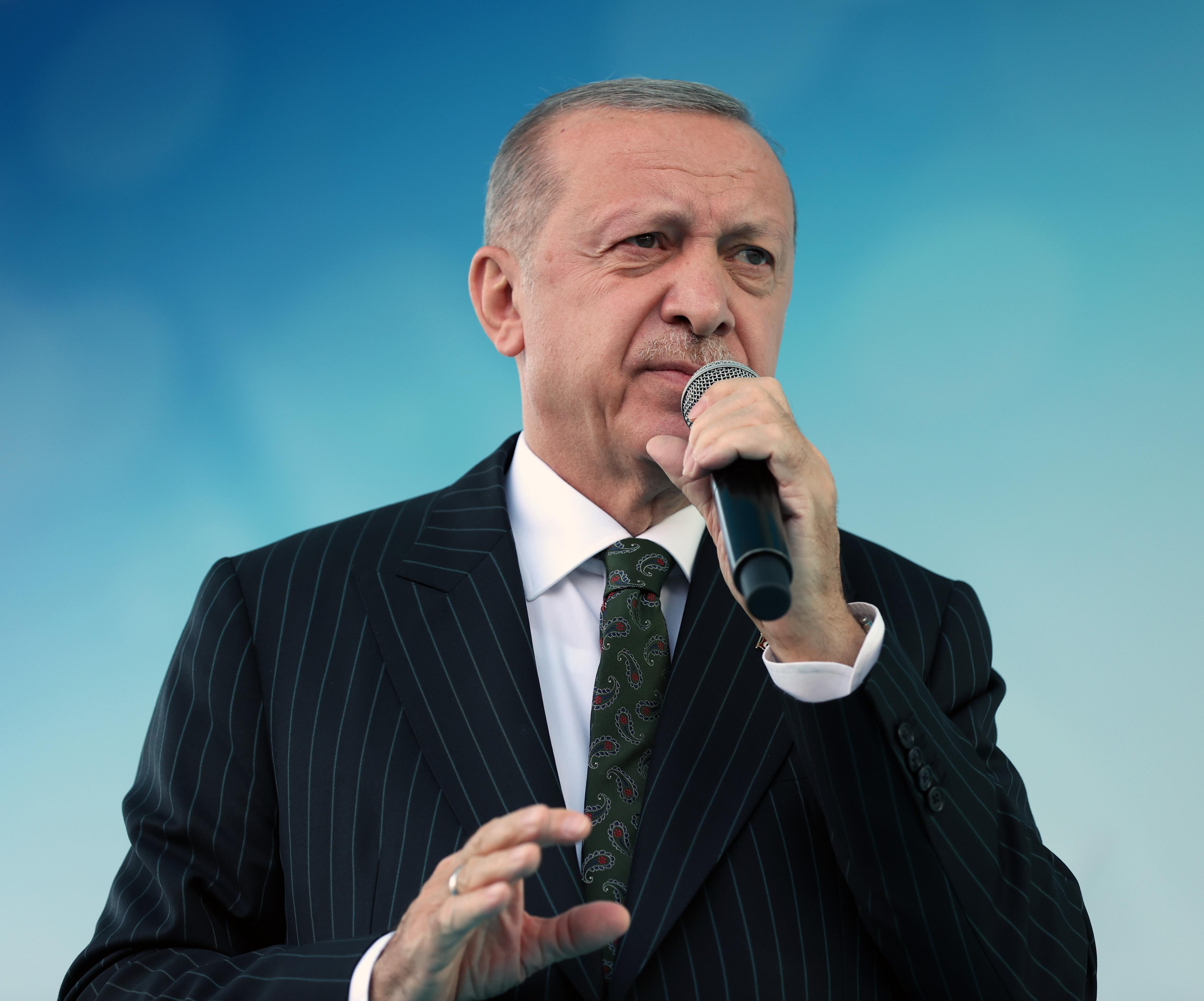 <p>Üçüncü sırada ise 4,2 puan ile Cumhurbaşkanı Recep Tayyip Erdoğan yer aldı.</p>