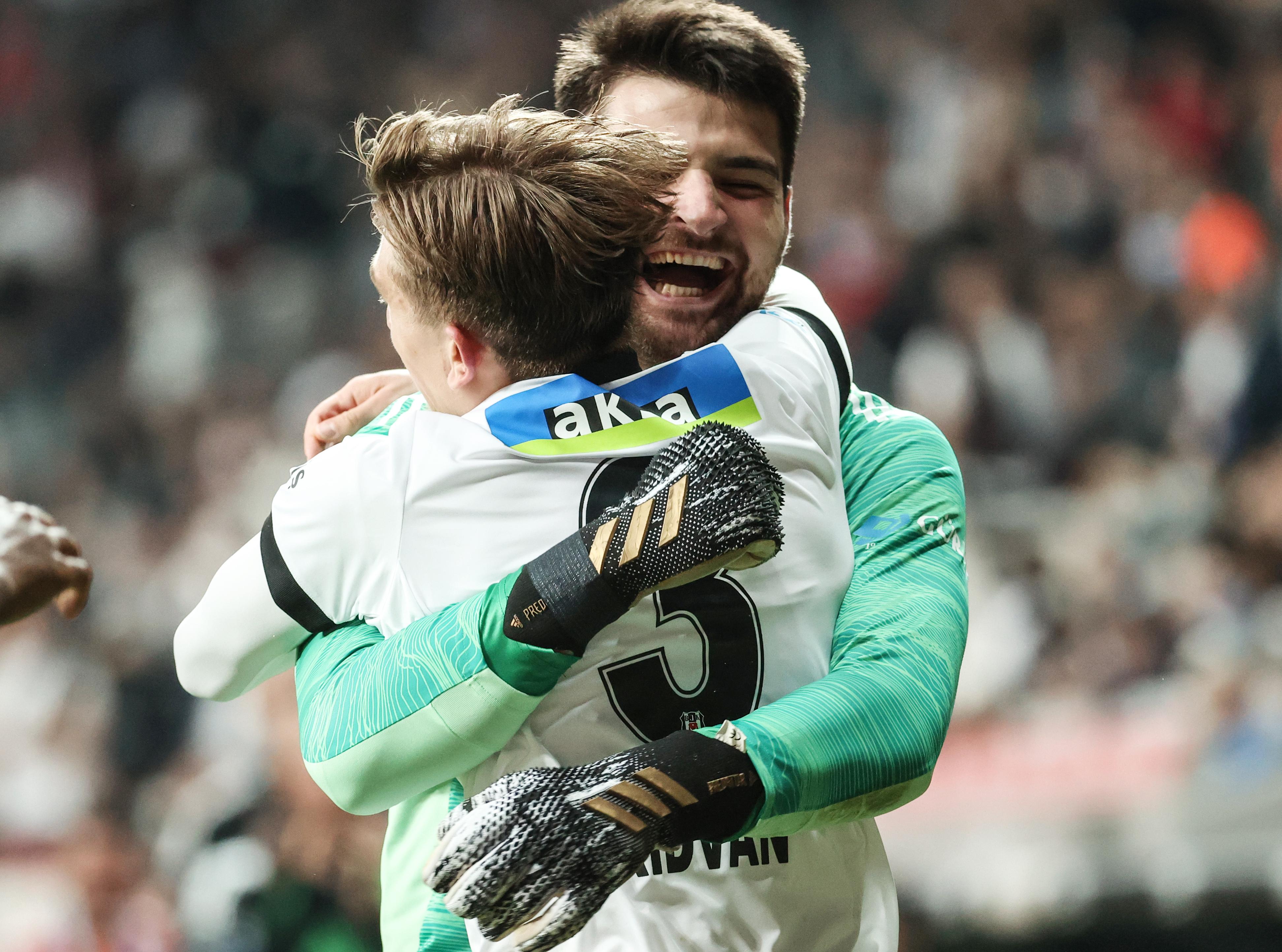 <p>Geçtiğimiz hafta Çaykur Rizespor'u 3-1 mağlup ederek ilk galibiyetini alan Adana ekibi ise puanını 6 yaptı.</p>