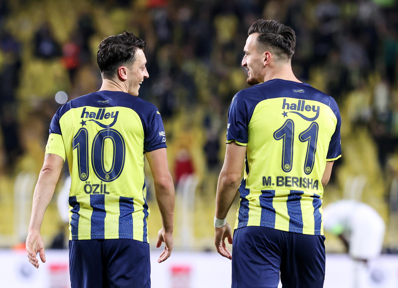 <p>Fenerbahçe, Beşiktaş, Galatasaray ve Trabzonspor'un puan kaybettiği haftayı karlı kapattı.</p>
