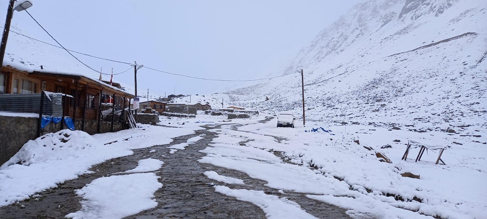 <p>Yaylacılar bu yıl erken yağan kar nedeniyle köylere dönüş için hazırlıklara başladı.</p>