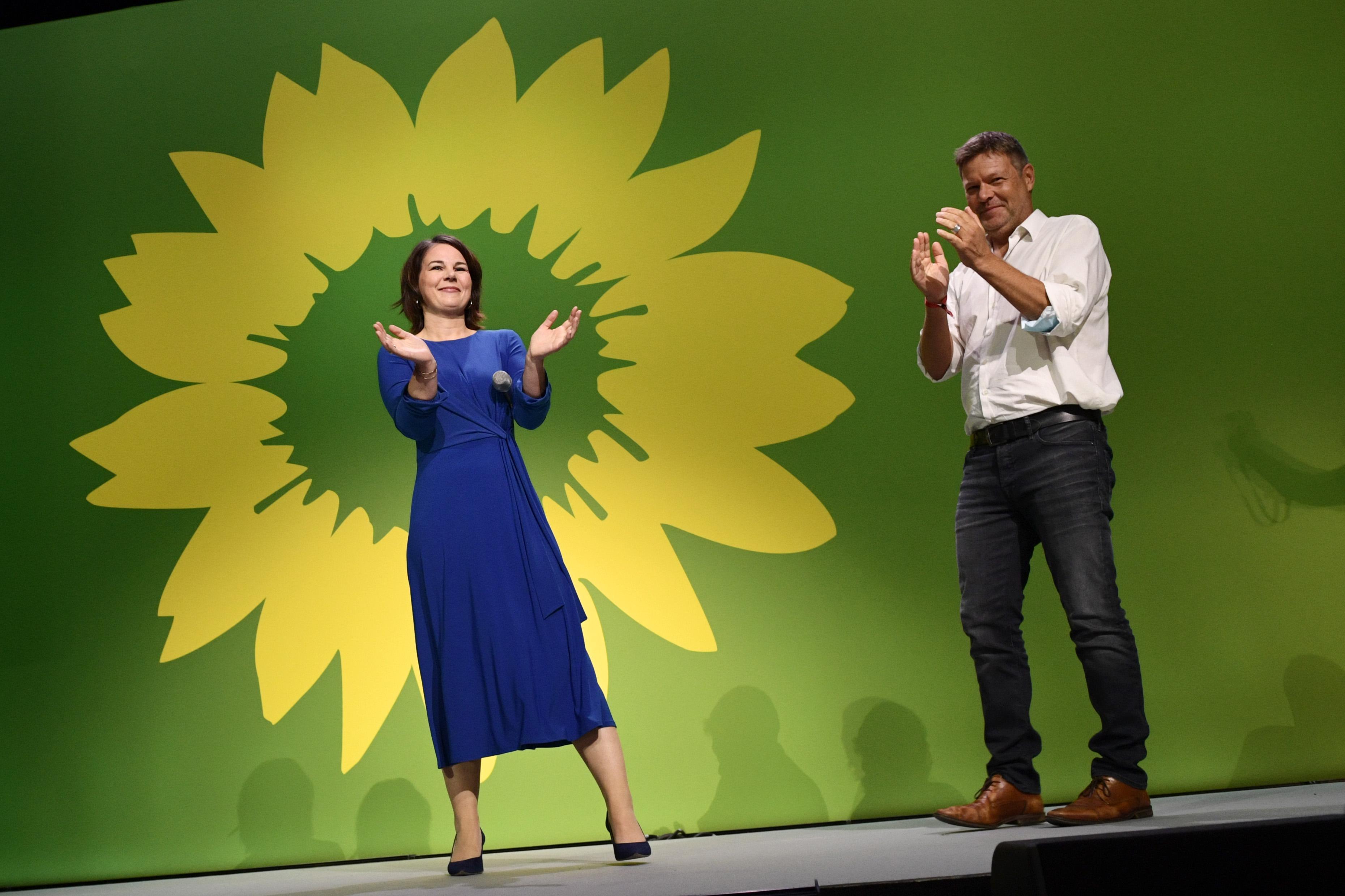 <p>Ankette, Yeşiller (Die Grünen) oyların yüzde 14.5'ini, Liberal Parti (FDP) yüzde 12'sini, Almanya için Alternatif Parti (AfD) yüzde 10'unu ve Sol Parti (Die Linke) yüzde 5'ini aldığı aktarıldı.</p>