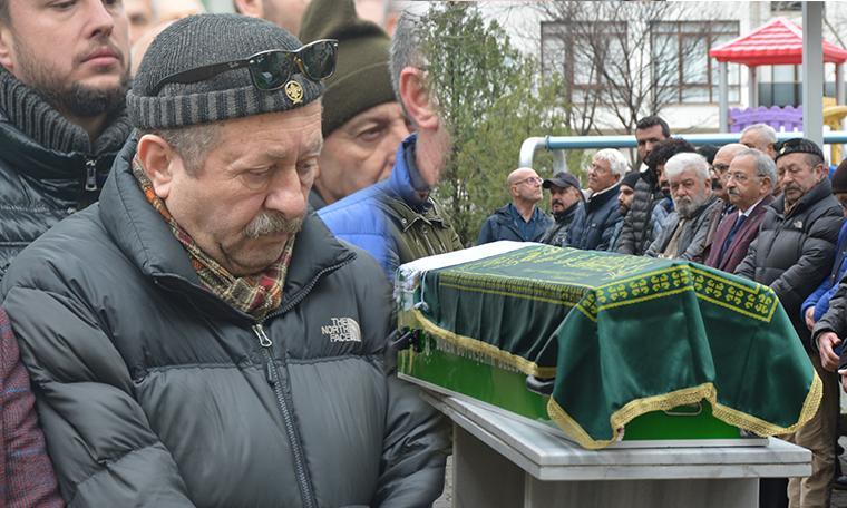 Erkan Can ağabeyini son yolculuğuna böyle uğurladı