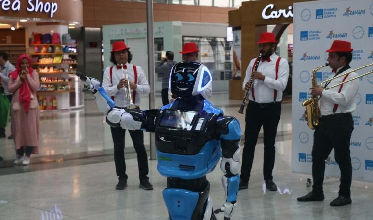 Robot, Sabiha Gökçen Uluslararası Havalimanı'nda göreve başladı