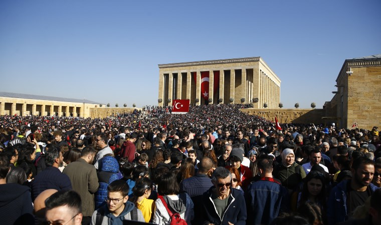 Anıtkabir'de tarihi gün: Binler Ata'sına koştu
