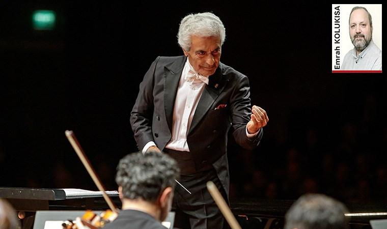 """Türkiye'nin en deneyimli orkestra şefi Gürer Aykal, BİFO ile çaldığı Mozart gecesinin ardından sorularımızı yanıtladı. Usta şef, """"Cumhuriyetin 100. yılında 20 operamız olmalı"""" diyor"""