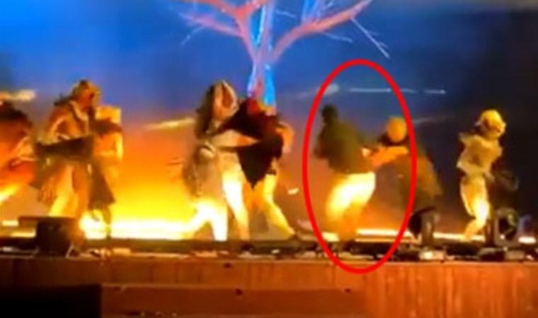 Sahnede böyle bıçaklandılar