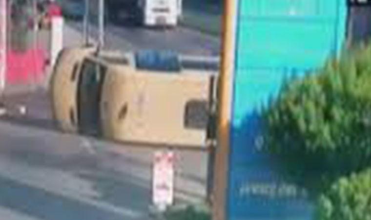 Bağcılarda minibüsle araç çarpıştı! 5 kişi yaralı