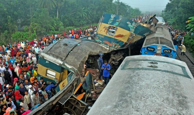 Bangladeş'te iki tren çarpıştı: 16 ölü