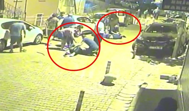 İstanbul'da gece yarısı korkunç an kamerada! Mahalleli sokağa döküldü