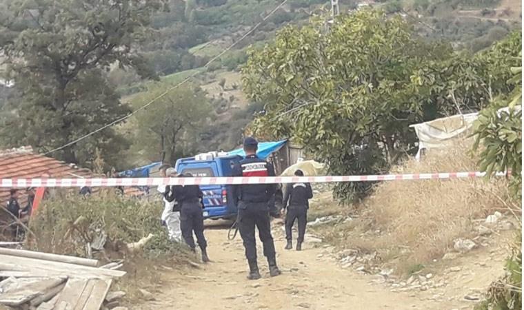 İzmir'de evini bastığı akrabalarını öldürdü!