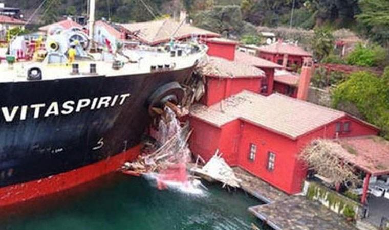 Geminin çarptığı yalının son hali havadan görüntülendi