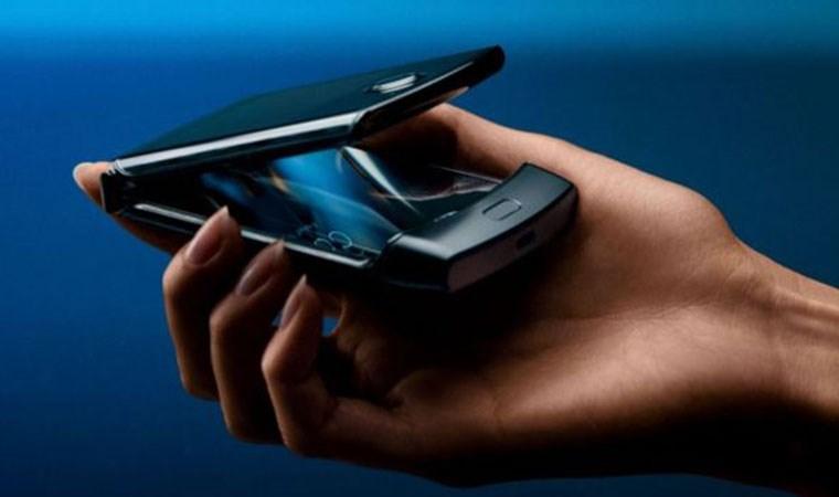 Motorola, katlanan telefonu Razr'ın yeni versiyonunu çıkartıyor