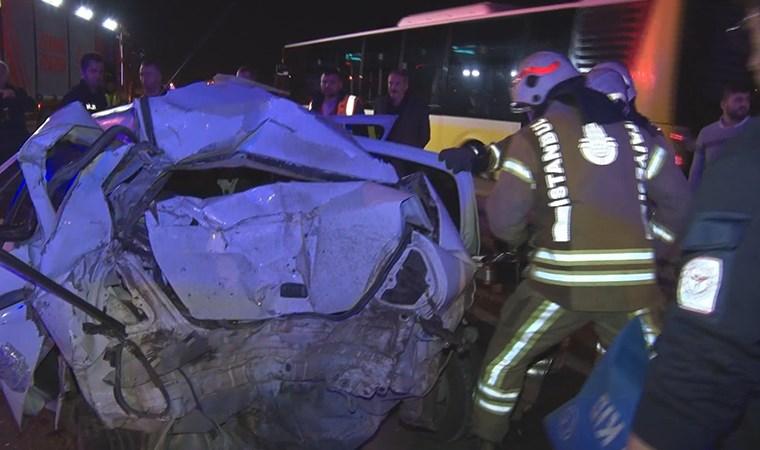 Belediye otobüsü otomobile çarptı: 1'i ağır 3 yaralı