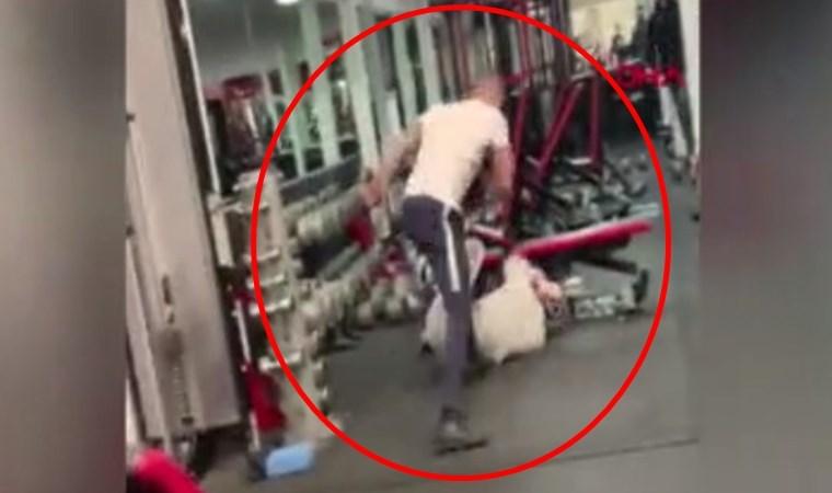 Spor salonunda büyük kavga! Acımasızca birbirlerine vurdular