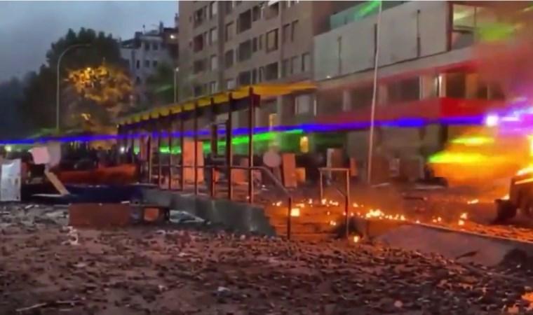 Göstericiler hem molotof kokteyli attı hem lazer kullandı