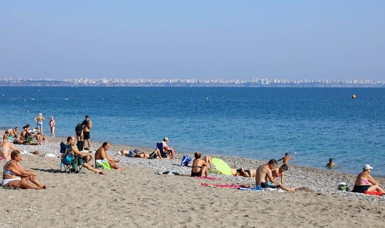 Kasım ayında deniz keyfi... Yurttaşlar sahile akın etti