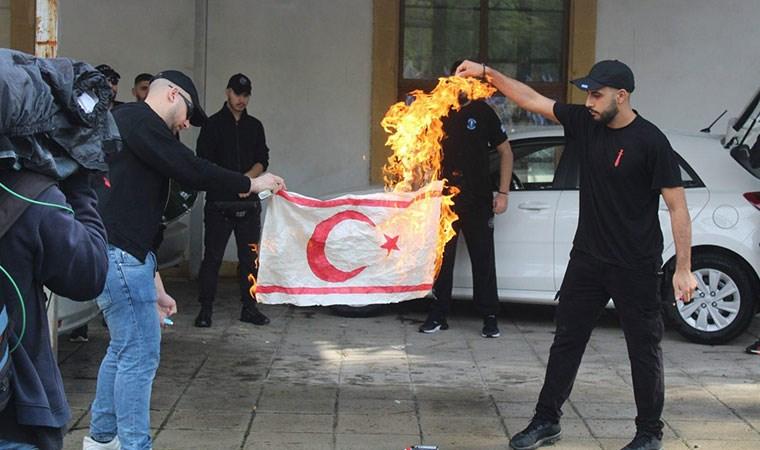 Dışişleri'nden KKTC bayrağı yakılmasına tepki