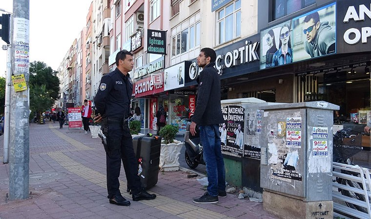 Yer: Antalya... Ayakta hareketsiz durdu, polise dahi tepki vermeyince...
