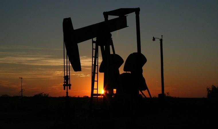 Petrol fiyatı yükseldi, altın düşüşte
