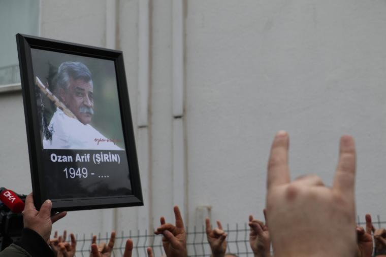Ozan Arif'in cenazesinde dikkat çeken iki isim