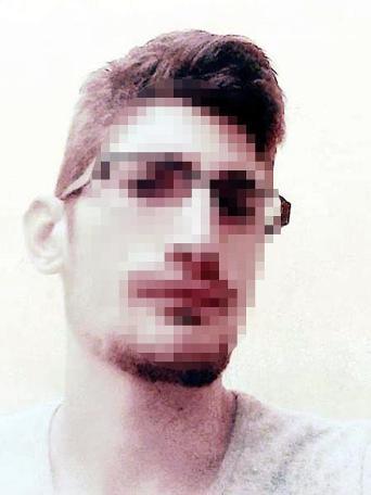 Kayseri'de ihbar üzerine polis tarafından yapılan operasyonda, 'Jilet Murat' lakaplı Murat Mehmet A.'nın (24) evinden patlayıcı özelliÄ?ini kaybetmiÅ? el bombası, ruhsatsız tabanca ve tüfek ile çok sayıda mermi ele geçirildi. ile ilgili görsel sonucu
