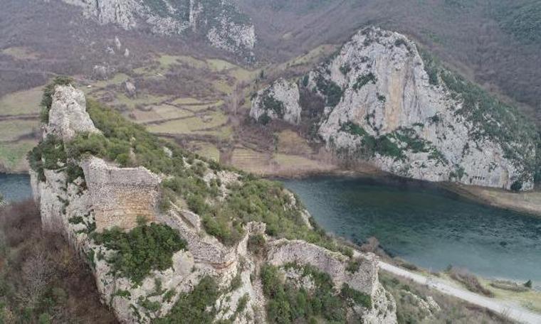 Samsun'da 2 bin 300 yıllık kaya mezarlarıilgi görüyor