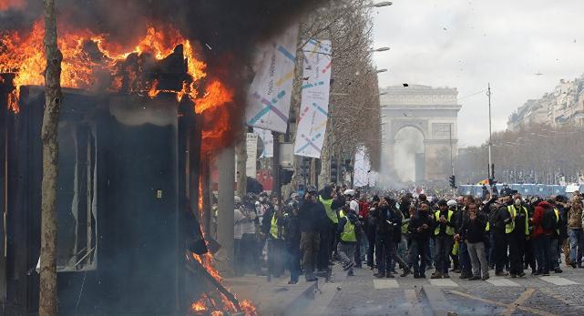 Fransa'da Sarı Yelekler eyleminde tansiyon yükseldi