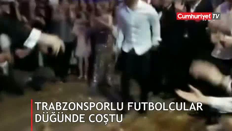 Trabzonsporlu futbolcular düğünde coştu