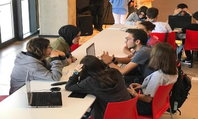 Üstün yetenekli öğrenciler yapay zeka kullanarak yarıştı