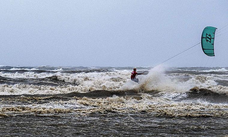 Kuzey Denizi'nde sörf