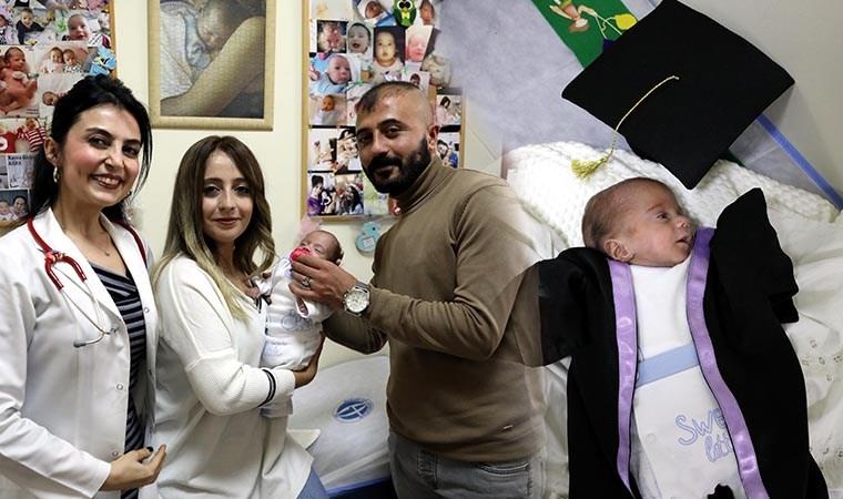 Sağlığına kavuşan prematüre bebek, kep ve cübbe ile taburcu edildi