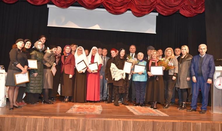 Zübeyde Hanım, Karşıyaka Müftülüğünün düzenlediği programla anıldı