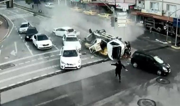 Birbirinden korkunç kaza anları MOBESE'ye böyle yansıdı