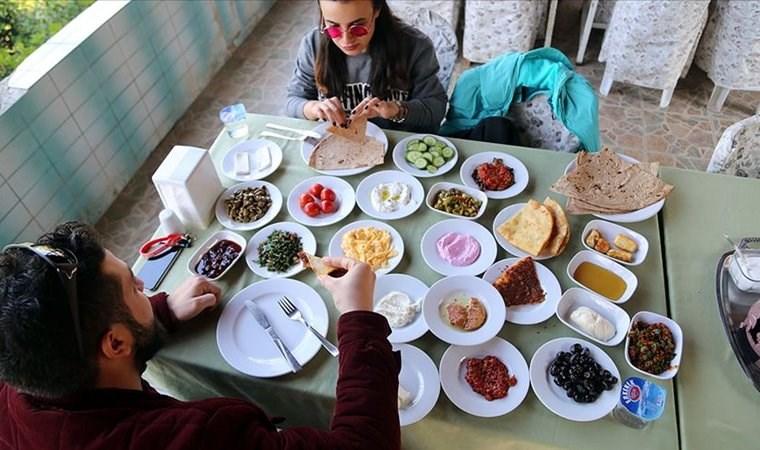 Kahvaltı gerçekten gereksiz mi? Mehmet Öz'e yanıt