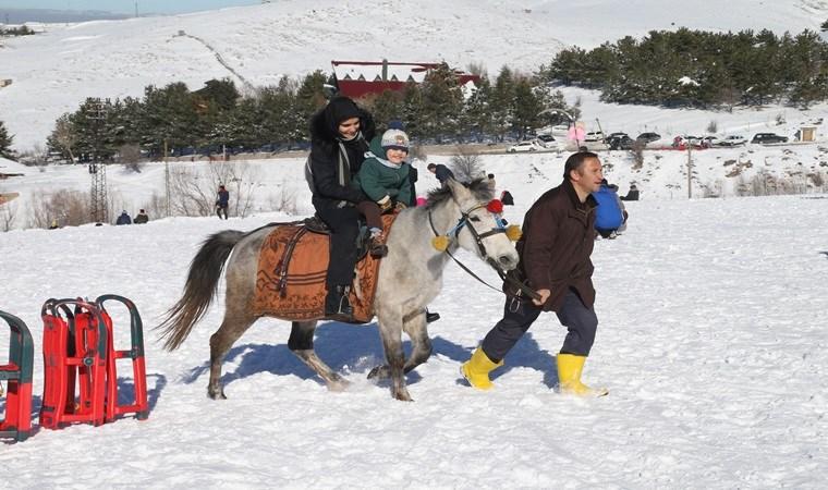 Elmadağ esnafı karsızlıktan şikayetçi: 'Tatil var ama kar yok'