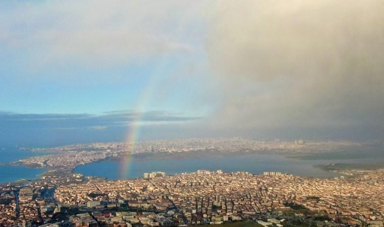 İstanbul semalarında dikkat çeken görüntü