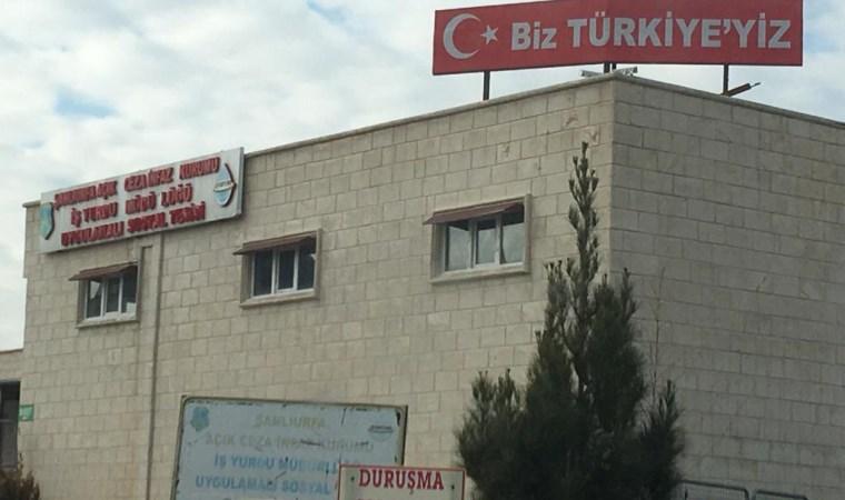 Cezaevinin tepesinde 'Biz Türkiye'yiz' tabelası