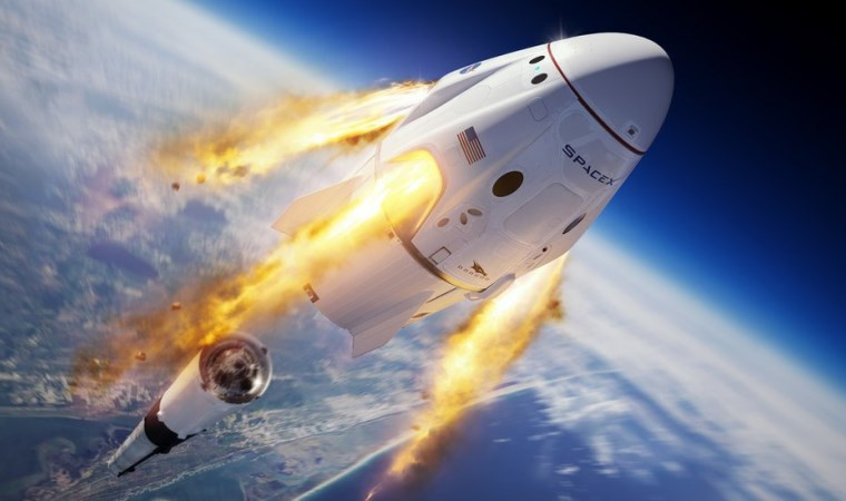 Falcon 9 infilak ettirildi, astronot kapsülü okyanusa indi