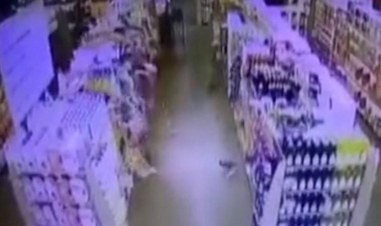 Akhisar'daki 5,4 büyüklüğündeki deprem anı kamerada