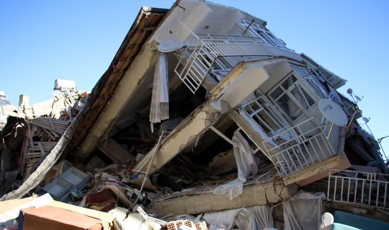 Depremde hayatını kaybedenler için maçlardan önce saygı duruşu