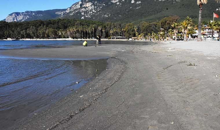 Akyaka'da deniz suyu 30 metre çekildi
