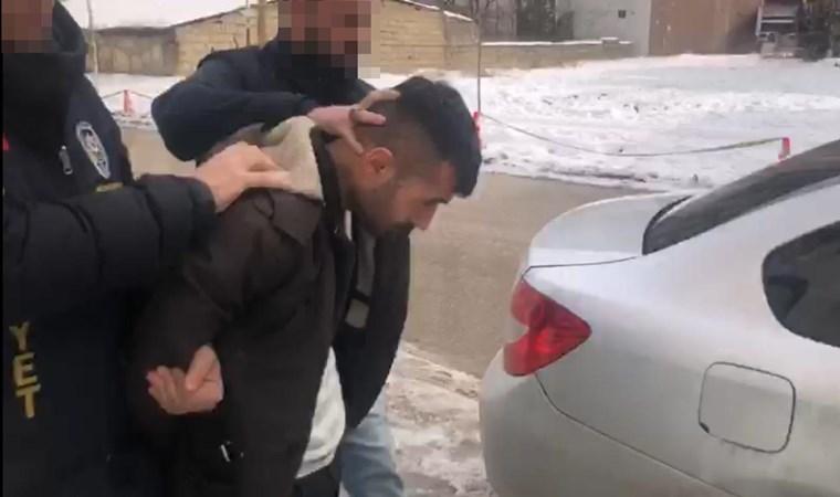 150 lira için arkadaşını bıçaklayarak öldürdü