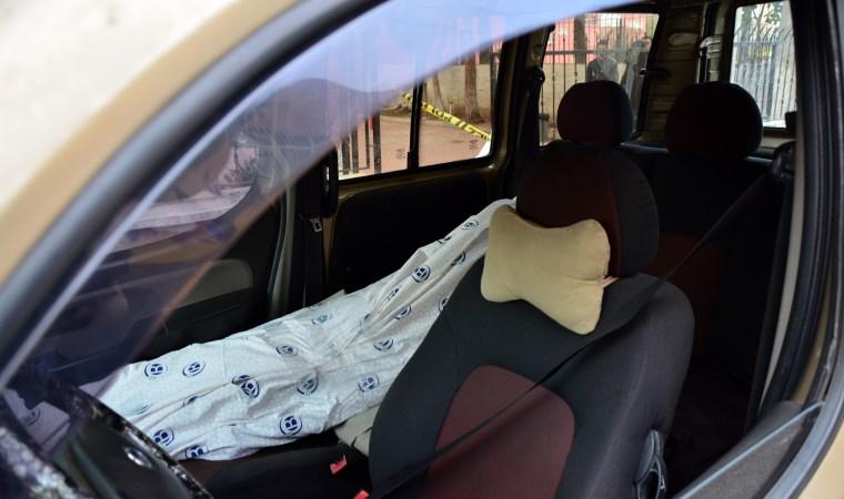 Cesetle yolculuk polisi alarma geçirdi!