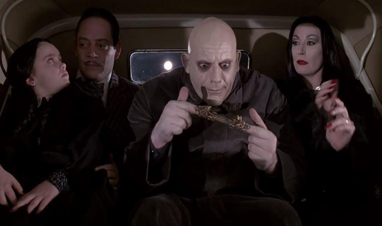 Tim Burton'ın çekeceği Addams Ailesi uyarlamasında kimler yer alacak?