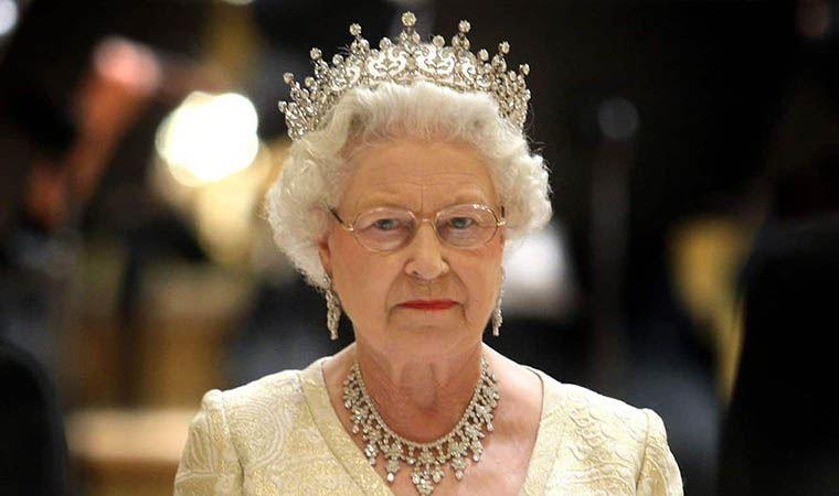 The Crown'ın yaratıcısı Kraliçe Elizabeth'i anlattı: 'İlgili bir anne olamayacak kadar meşguldü'